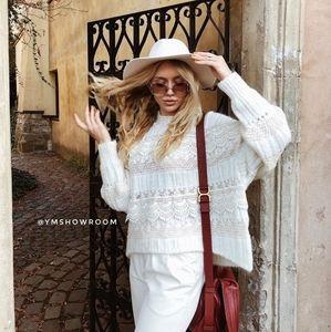 ZARA Beautiful Contrasting sweater